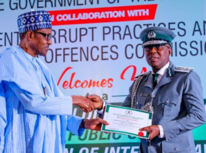 President Buhari honours Customs officer who rejected N150m bribe (Photos)