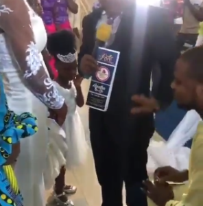 Proposition gone wrong….Pastor prevents man from proposing to his little girl during a wedding administration, says he doesn't know about their relationship (video)