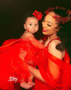 TBoss finally shows off her daughter's face (photo)